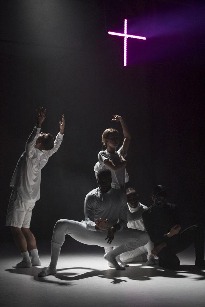 Fleshless Beast - by kNonAme Artist, Roderick George; Sophiensaele Berlin; dancers: Olivia Acona, Vinson Fraley, Roderick George, Dominic Santia, Harumi Terayama, Jin Young Won; music: LOTIC; photo by: Jubal Batisti