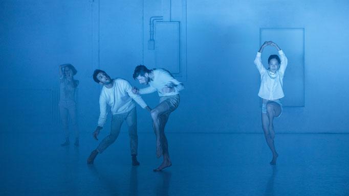 BOIDS - by: Moritz Ostruschnjak, Schwere Reiter München, dancers: Gaetano Gae Badalamenti, Chiaki Horita, Darren Devaney, Nuria Giménez Villarroya, photo: Jubal Battisti