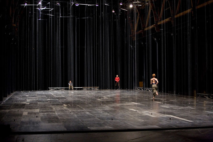Nowhere and Everywhere at the Same Time - by William Forsythe; photo: Dominik Mentzos