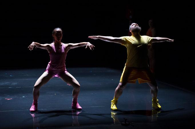 Aerobics! - Ein Ballett in 3 Akten - by Paula Rosloen; Théâtre des Abbesses; dancers: Jungyun Bae, Christopher Matthews Hutchings; photo: Laurent Philippe