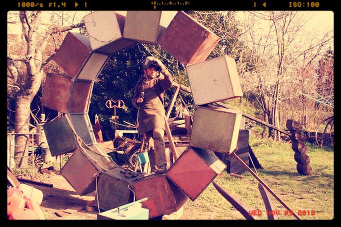 """Deev Vanorbeek, artdeev  réalisation sculpture """"La Crise""""                 métal art sculpture"""