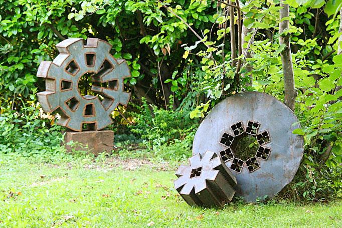 Sculptures métalliques +/- 120 cm