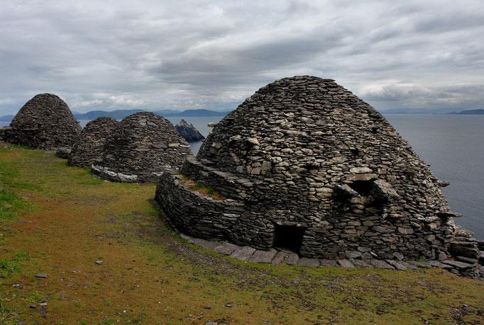 Bienenkorbhütten thronen auf 216 m Höhe. Zu dem frühchristlichen Kloster führt eine über 1000 Jahre alte Treppe.