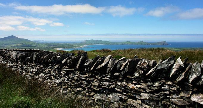 "Dingle - Blick auf Smerwick Harbour und ""The Three Sisters"""