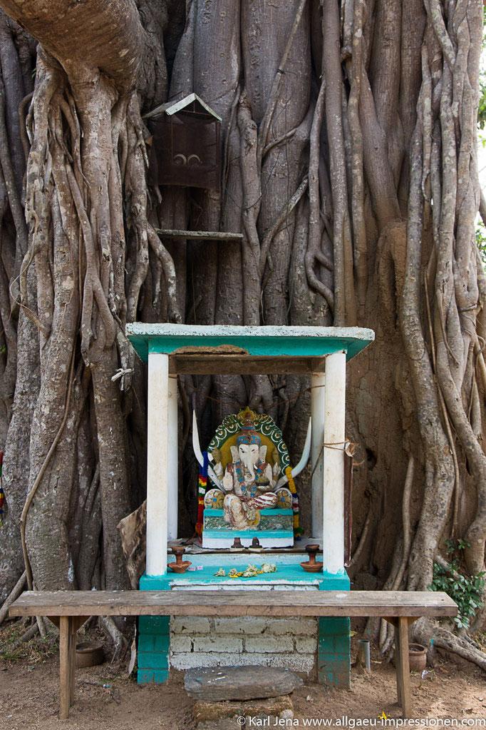 Hinduistischer Schrein mit Ganeshfigur
