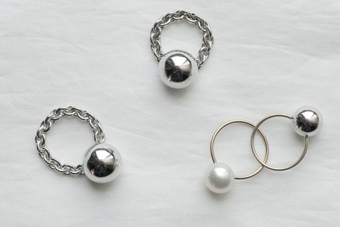 sphere ring - 左・中央 No:OPR-6 素材 SV925 ¥20.000 ,右下向 No:OPR-4 素材 K10 x 南洋真珠  ¥20.000 ,右上向 No:OPR-5 素材 SV925 x K10 ¥20.000
