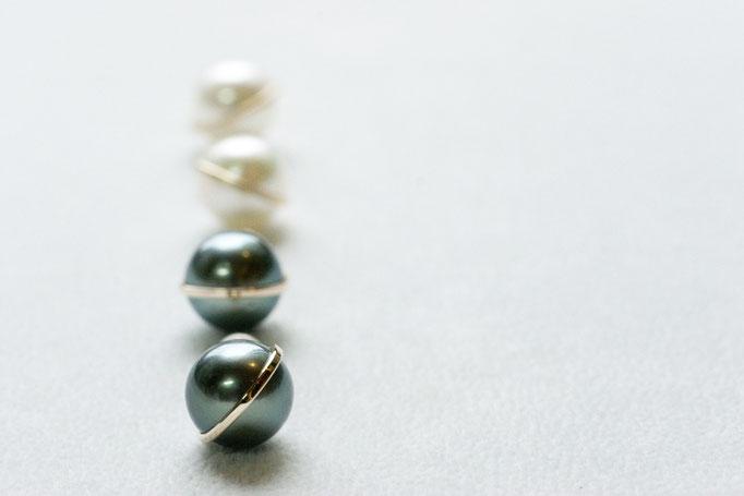 planet pierce - 手前 No:OPE-3 素材 K10 x 南洋真珠  ¥37.800(black)   /奥 No:OPE-4 素材 K10 x 南洋真珠 ¥44.700(white)