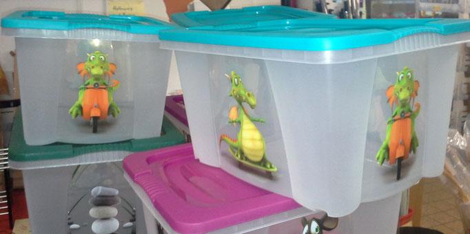 Dino auf Roller? Klar, die Kiste gab es im Spielwaren-Shop.