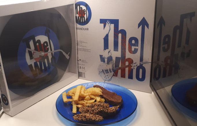 Pommes mit Steak. Ja, das ist auch diätisch! Dazu Wanduhren mit The Who-Motiv. Falls Du so eine haben magst, schick mir eine pm.