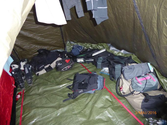 Hier unsere Ordnung (Chaos) im Zelt