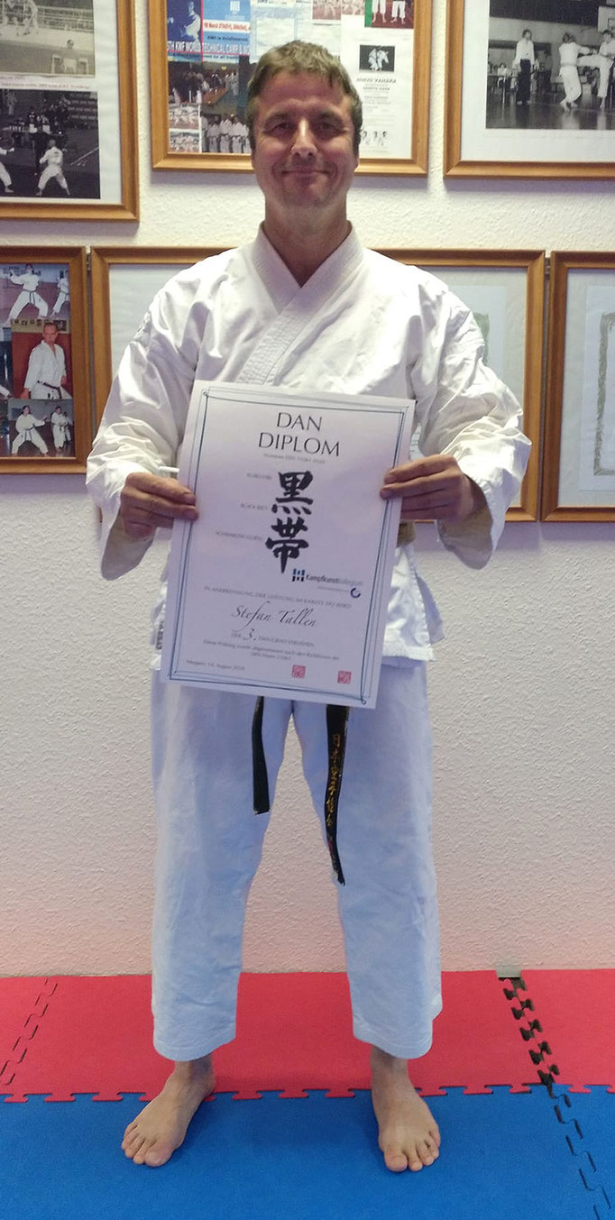 Tallen, Stefan | Karate seit 1997 | 1.Dan 2005 | 2.Dan am 07.11.2009 bei Ochi Sensei | 3.Dan am 14.08.2018 bei Arno Wagner Sensei in Meppen