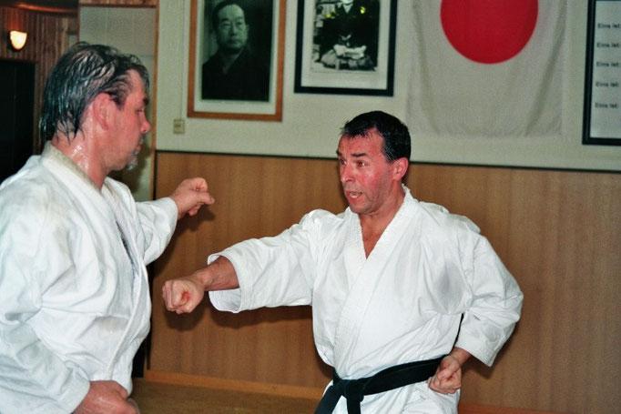 Reiners, Friedhelm | 1. Dan 2001 | 2. Dan am 07.11.2009 bei Ochi Sensei in Bremen | 3. Dan am 10.05.2015 bei Ochi Sensei in Bochum