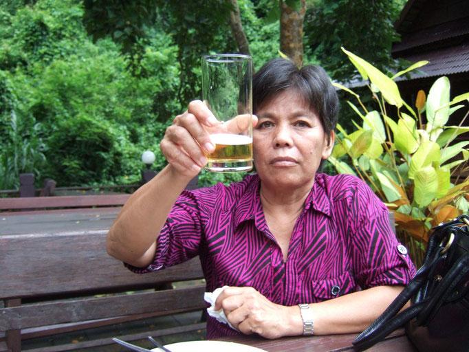 Will sie vielleicht sagen das Glas ist fast leer----oder?