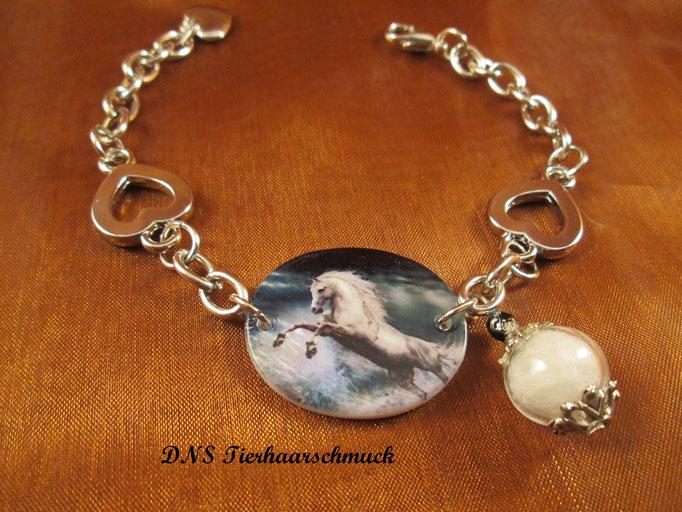 Armband,Perlmuttplatte mit Pferdemotiv und befüllter Glasperle