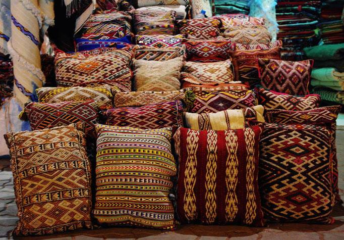 Le souk des tapis et coussins