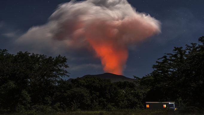 Blick auf den aktiven Vulkan Yasur auf der Insel Tanna - Vanuatu/View of the active volcano Yasur on the island Tanna - Vanuatu © martinsieringphotography