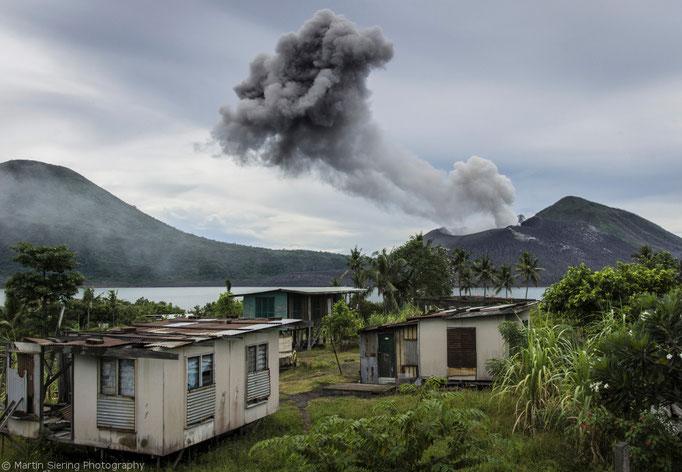 Eruption des Tavurvur (= Hornissennest) Matupi Island, Papua Neuguinea/Eruption of the Tavurvur (= Hornet nest) Matupi Island, Papua New Guinea © martinsieringphotography