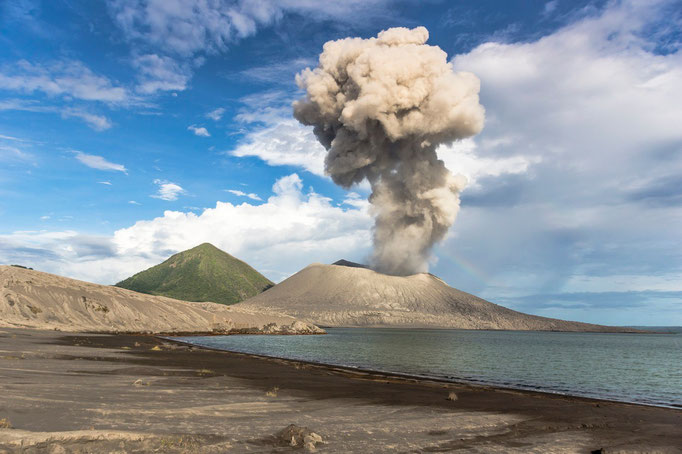 Vulkan Tavurvur auf Matupi Island - Papua Neuguinea/Volcano Tavurvur on Matupi Island - Papua New Guinea © martinsieringphotography