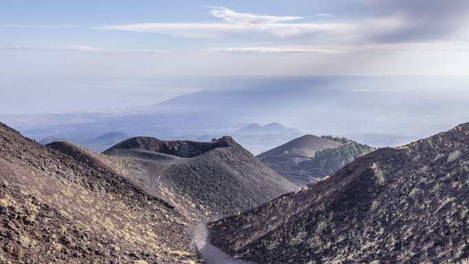 Blick vom Etna  auf die Stadt Catania - Sizilien, Italien/View from Etna to the city of Catania - Sicily, Italy © martinsieringphotography