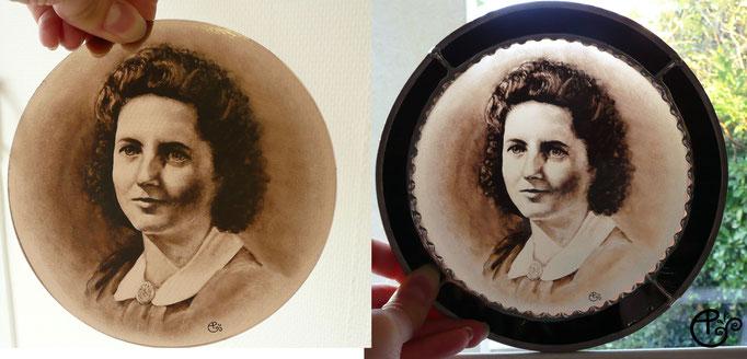 Portrait réalisé à partir d'une photo, peint à la main sur verre (grisaille).