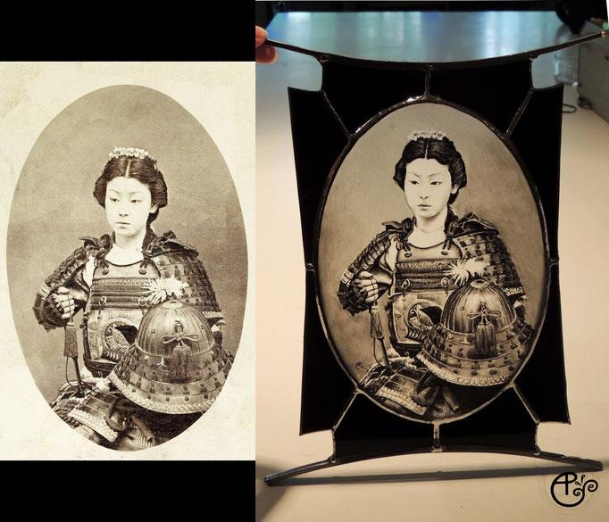 Portrait réalisé d'après photo d'un femme samouraï, peint à la main (grisaille).