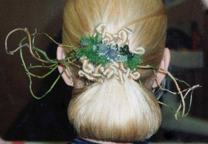 Haarcorsage.
