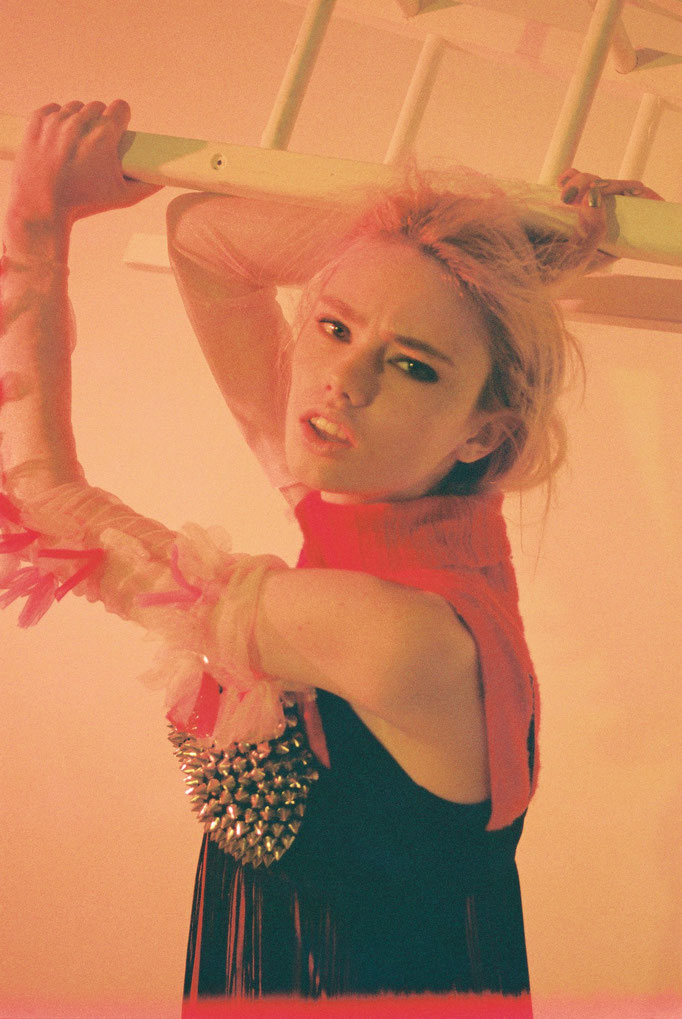 photographer : Shun Aihara        stylist : Showso Kaziko        hair : Saya Hashimoto        model : Daria SK