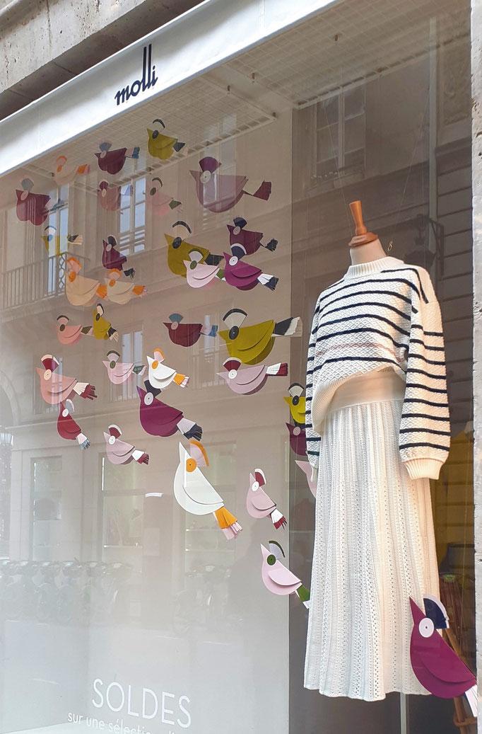 Envol des oiseaux,  décor de vitrines, Paris