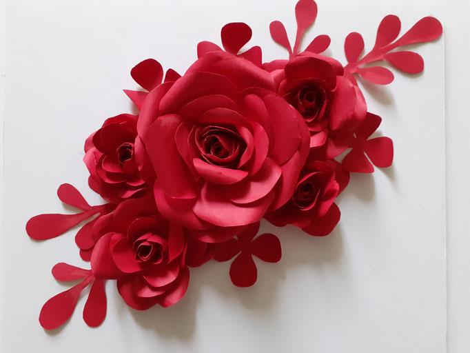 Composition floral, décoration fleurs en papier, Paris, Atelier Maria Salvador.