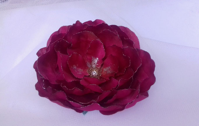 Création fleur en tissu de soie satin fuchsia atelier Maria'S  commande atelier maria'S