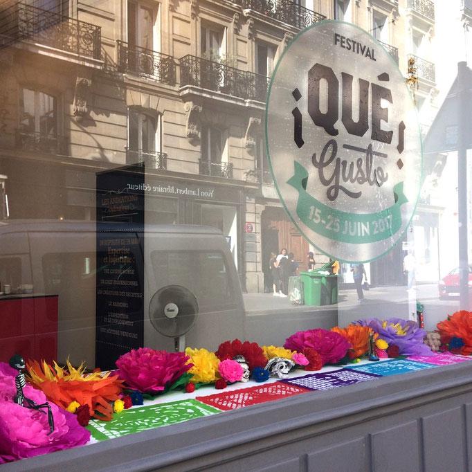Création fleurs spécial événement Festival Que Gusto 2017- décoration vitrine