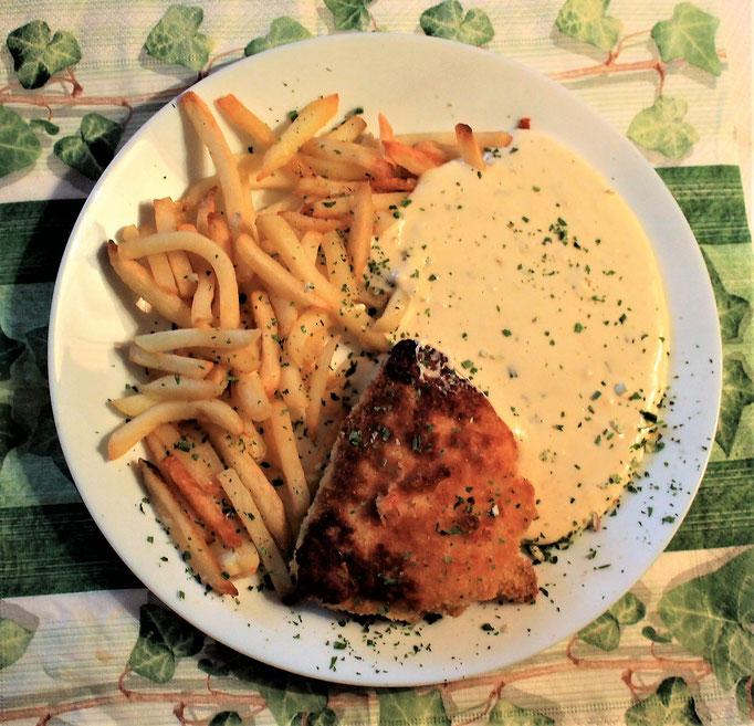 26.01.2020 Hähnchen Cordon Bleu mit Pommes Frites und Käsesoße