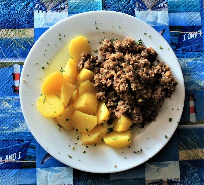 14.12.2019 Grützwurst gebraten(Knipp) mit Kartoffeln