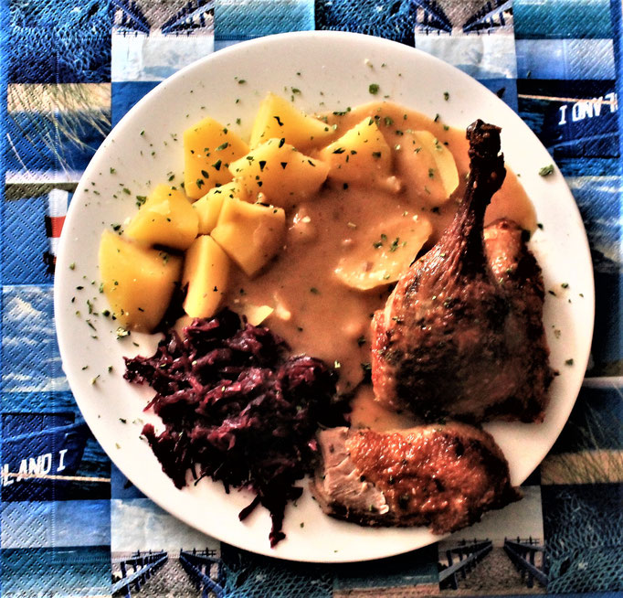 01.12.2019 Ente mit Kartoffeln, Rotkohl und brauner Soße