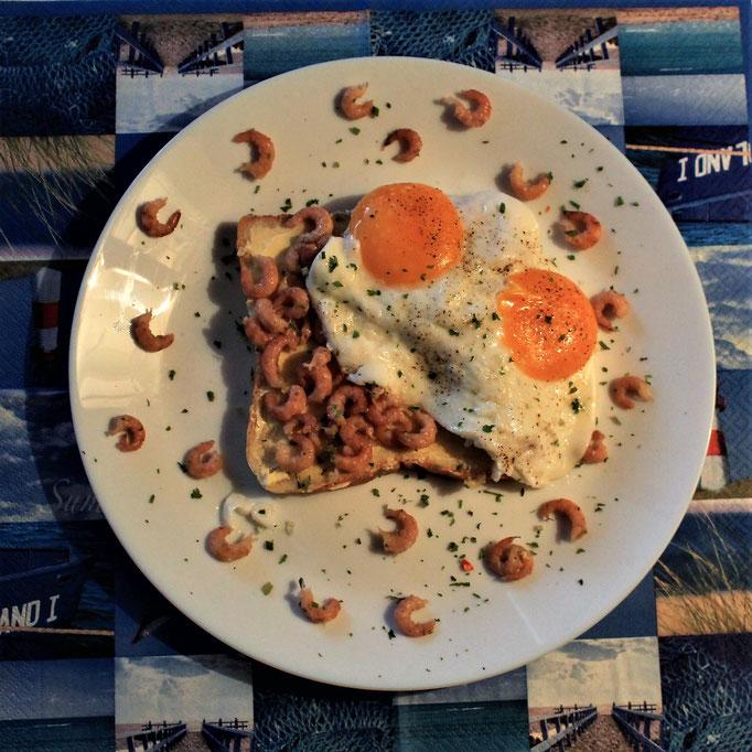 18.11.2019 Frühstück Toast mit Büsumer Krabben und Spiegelei