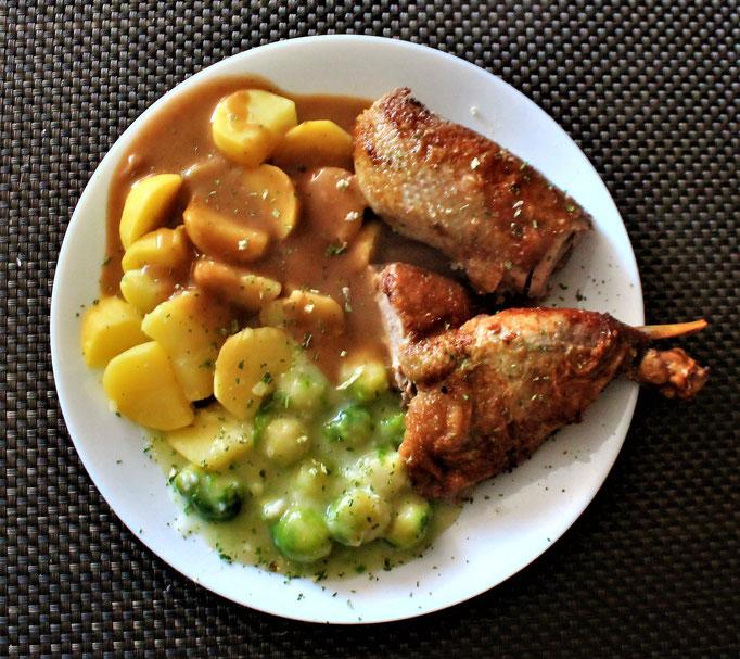 25.12.2020 Ente mit Kartoffeln brauner Soße und Rosenkohl