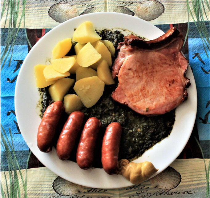 14.10.2019 Grünkohl mit Kartoffeln, Kohlwurst, Kassler Kotelette und scharfem Senf