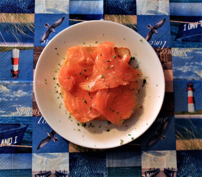 24.11.2019 Frühstück Räucherlachs auf Toast