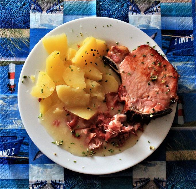 20.12.2019 Kassler Kotelette, Bauernschinken, Kartoffeln, helle Soße