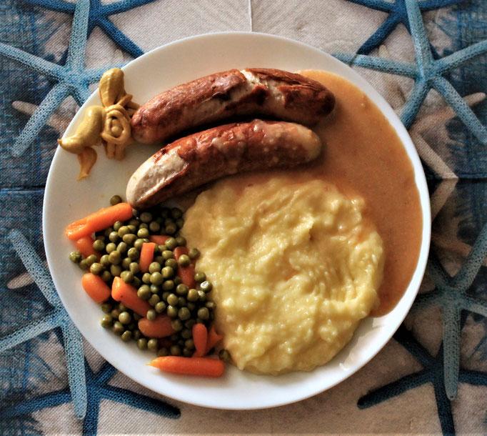 25.09.2019 Bratwurst mit Kartoffelbrei und Rahmsoße, Erbsen und Möhren