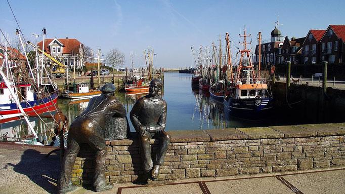 Neuharlingersiel - Skulpturen Alt- und Jungfischer