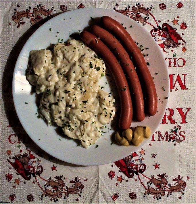26.12.2019 2. Weihnachtstag Mittags: Kartoffelsalat und Würstchen