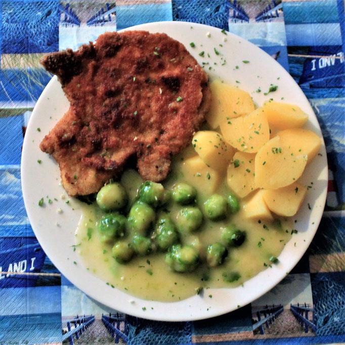 21.11.2019 Kotelette mit Kartoffeln, Rosenkohl in heller Sauce