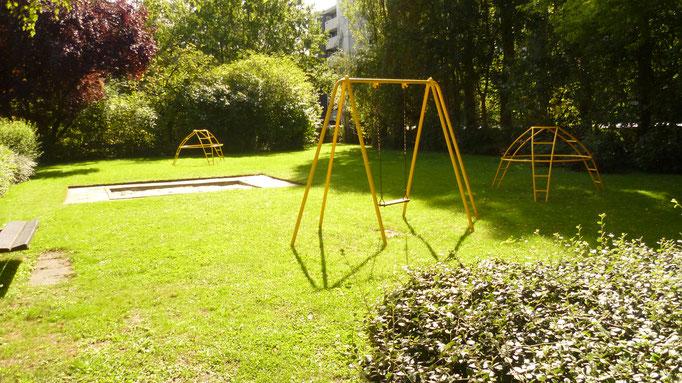 2. Privatspielplatz für die kleinen Bewohner