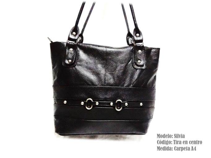 bolso de cuero negro con hebillas