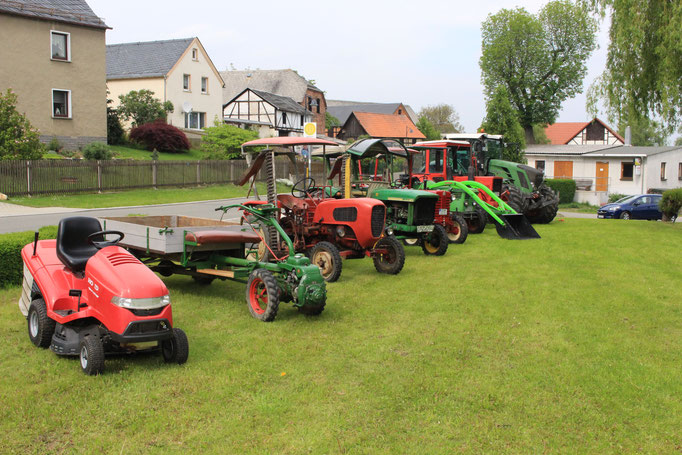 Traktorenschau zum Frühlingsfest