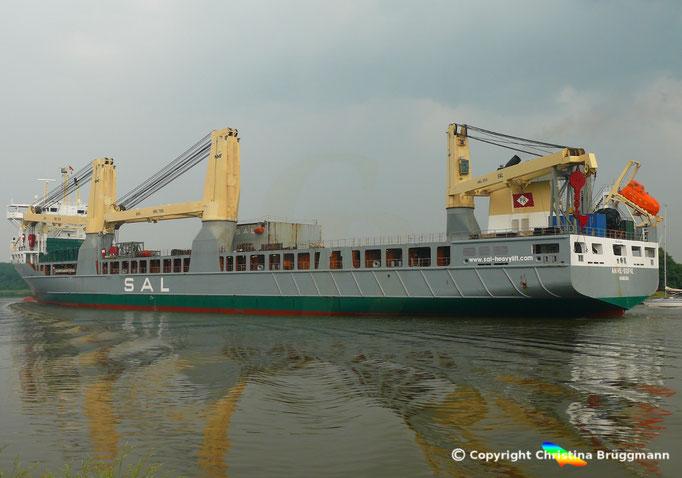 Schwergutfrachter ANNE-SOFIE, SAL Heavy Lift GmbH, auf dem Nord-Ostsee Kanal, 10.06.2018