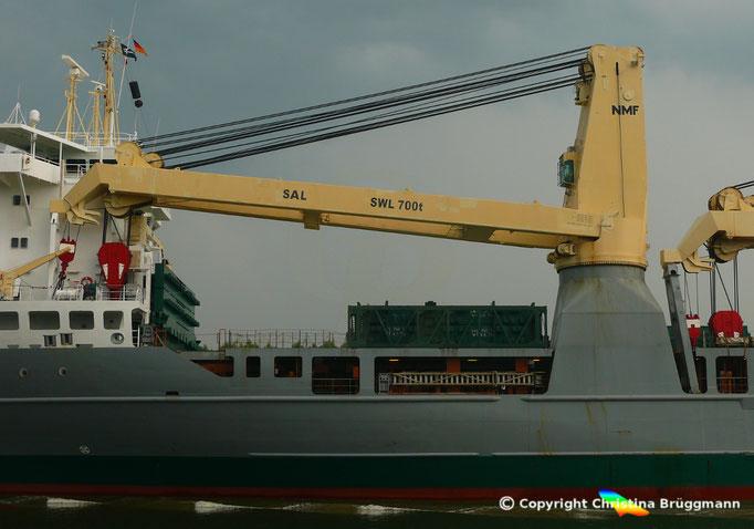 Schwergutfrachter ANNE-SOFIE, SAL Heavy Lift GmbH, 700 t NMF Kran