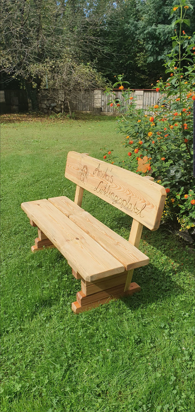 Gartensitzbank mit Gravur