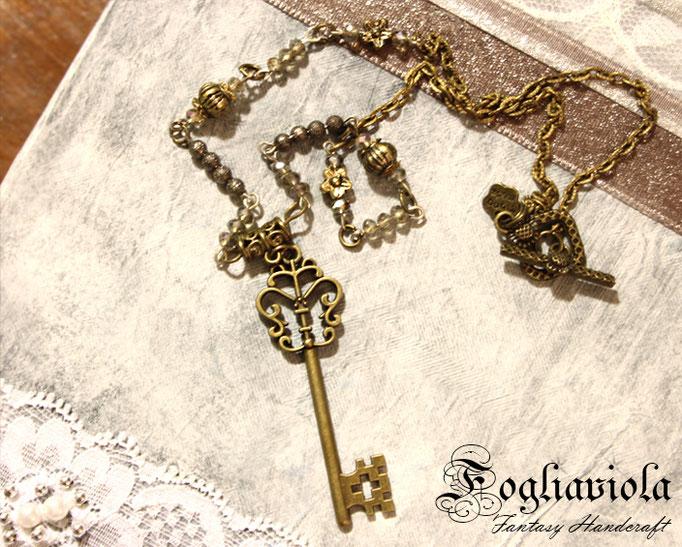 Collana con chiave vintage